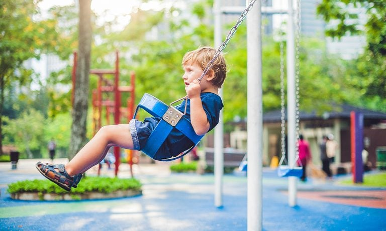 5 Best Outdoor Baby Swings (incl. Safety Tips)